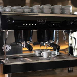 Enjoy the La Decisa traditional coffee machine in environments such as coffee shops, cafes and hotels.