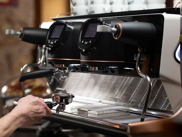 Traditional coffee machines are perfect for coffee shops, bars and restaurants.